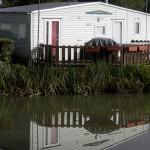 face à son étang privé